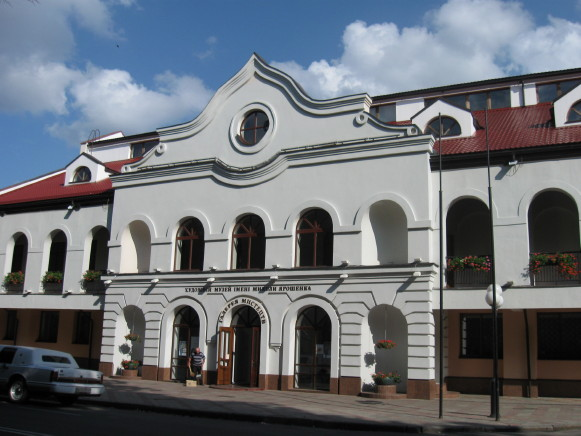 Image - The Poltava Art Museum building.