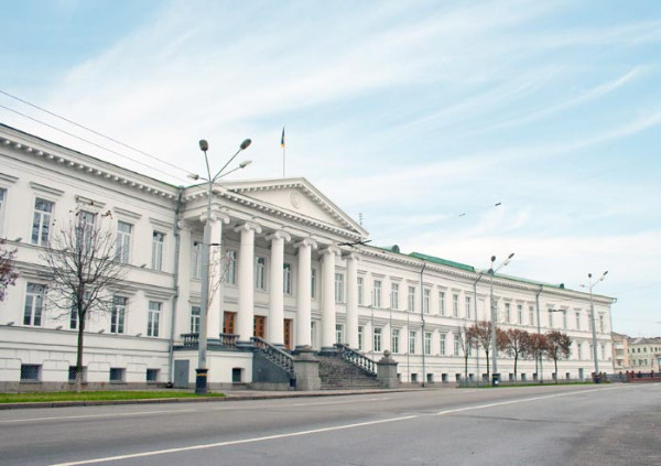 Image - Poltava: a government building on the Kruhla Square.