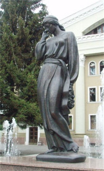 Image - A monument of Marusia Churai in Poltava.