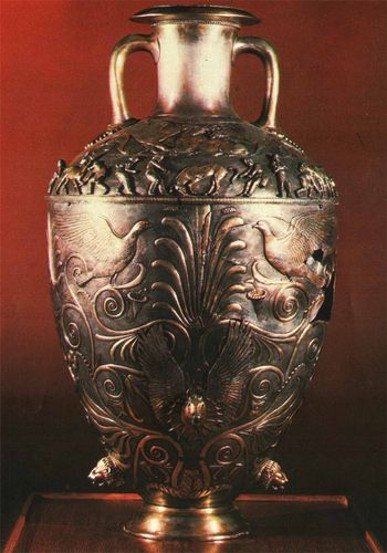Image - A Scythian silver amphora from the Chortomlyk kurhan.