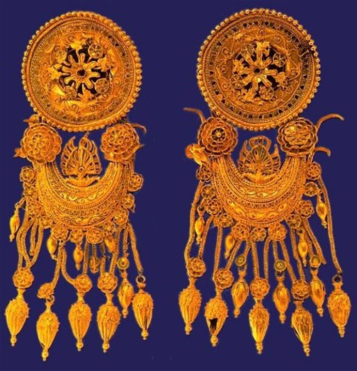 Image -- A Scythian gold jewelry from the Kul Oba kurhan.