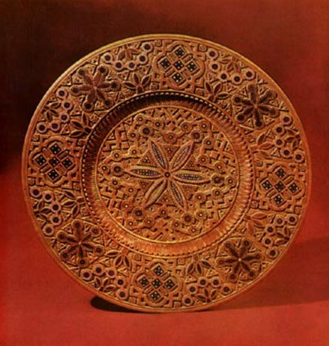 Image - Mykola Shkribliak: carved wooden plate (1900s).