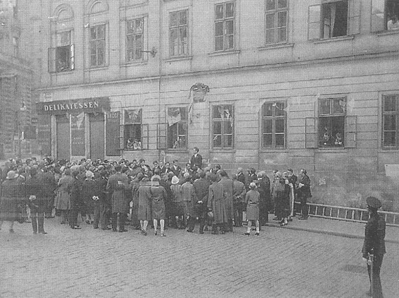 Image - Sich society in Vienna establishing a memorial plaque for P. Kulish and I. Puliui (1927).