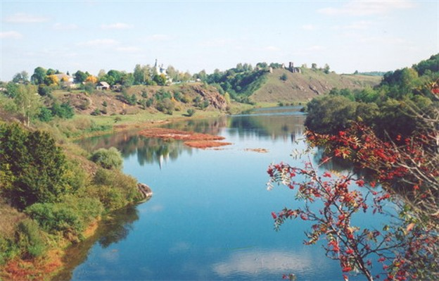 Image - The Sluch River near Hubkiv, Rivne oblast. View of Kniazha Hora with the ruins of a medieval castle.