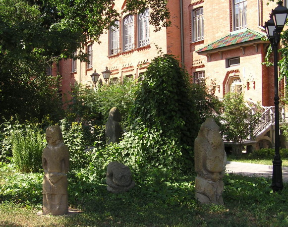 Image - Stone babas at the Poltava Regional Studies Museum.