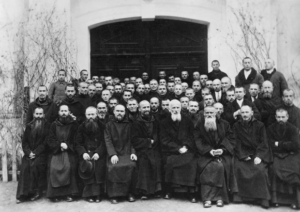 Image -- Studite Fathers (with Klymentii Sheptytsky) at Univ Monastery (1930s).