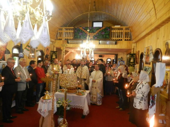 Image - Suceava: a Ukrainian church service at Saints Peter and Paul Church.