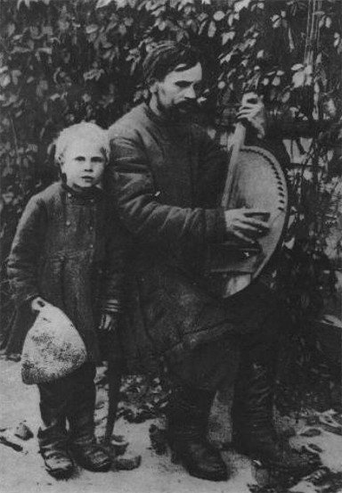 Image - Kobzar Demian Symonenko with his guide (1915).