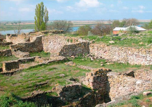 Image -- The excavated ruins of the Bosporan city of Tanais at the Don Estuary.