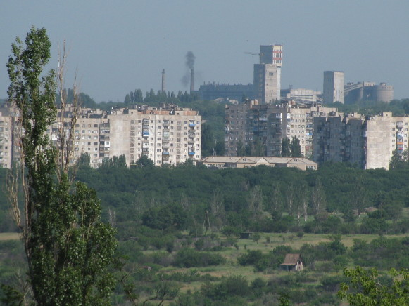 Image - Torez, Donetsk oblast: coal mine and residential district.