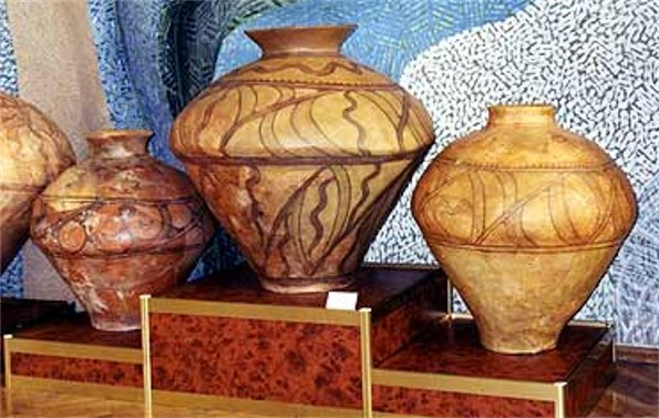 Image - Trypilian culture: urns.