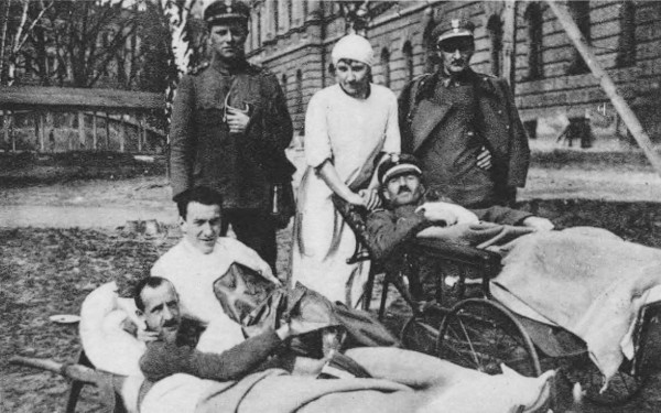Image - Ukrainian Citizens Committee members taking care of war invalids (Lviv 1919).