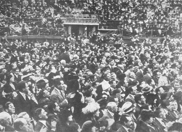 Image - Over 32,000 spectators of the Ukrainian National Choir concert in Mexico City on 26 December 1922.
