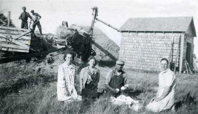 Image - Ukrainian farmers near Foam Lake, Saskatchewan (photo, courtesy of the Ukrainian Museum of Canada, Saskatoon Branch).