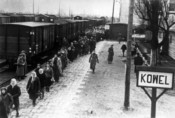 Image - Ukrainians from Kovel taken to Germany to work as slave labourers (Ostarbeiter) (1942).