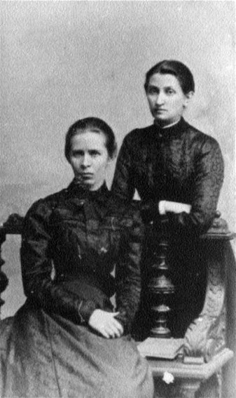 Image - Lesia Ukrainka and Olha Kobylianska (1901 photo).