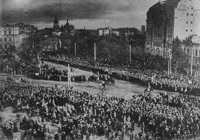 Image -- Mass rally on the Saint Sophia Square in Kyiv following the proclamation of the union of the Western Ukrainian National Republic and the Ukrainian National Republic (22 January 1919).