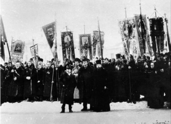 Image - A pro-tsarist demonstration organized by the Union of the Russian People.