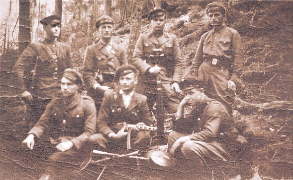 Image -- UPA insurgents from the Stanyslaviv region (photo from Litopys Ukrains'koi Povstans'koi Armii).