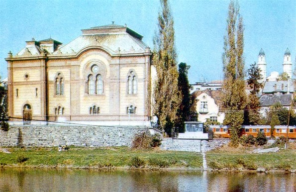 Image -- Uzhhorod: the philaharmonic hall (formerly a synagogue) with a view of the cathedral in the background.