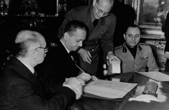 Image - Vienna Arbitration: the signing of the Second Accord (1940).