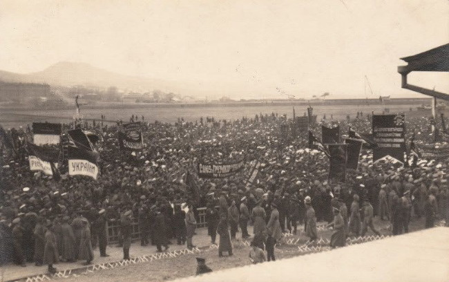 Image -- A Ukrainian demonstration in Vladivostok in the Far East (1917).