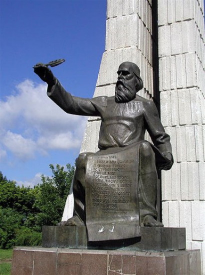 Image -- A monument of Grand Prince Volodymyr Monomakh in Pryluky.