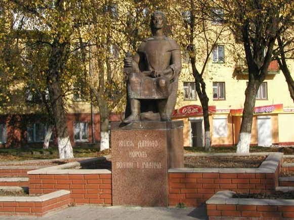 Image - Volodymyr-Volynskyi: the monument of King Danylo Romanovych.