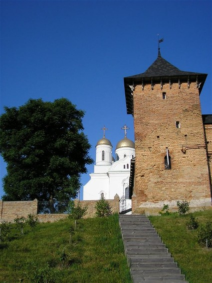 Image - Volodymyr-Volynskyi: fortification tower and the Dormition Cathedral.