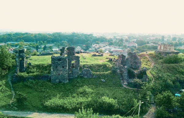 Image - The ruines of castle walls in Vynohradiv.