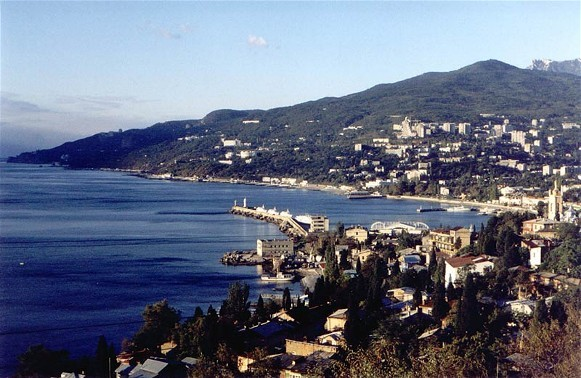 Image - A panorama of Yalta.