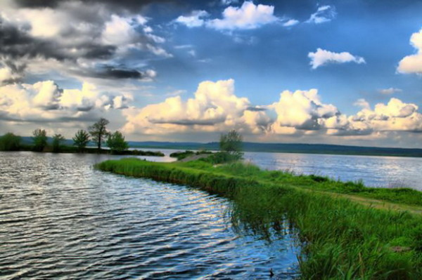 Image - The Yaniv Lake in the Roztochia Nature Reserve.