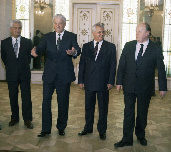 Image - Boris Yeltsin, Leonid Kravchuk, and Stanislau Shushkevich in 1991 (with Vitold Fokin in background on left).