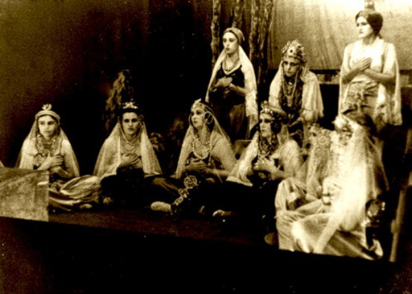 Image - A Zahrava Theater performance.