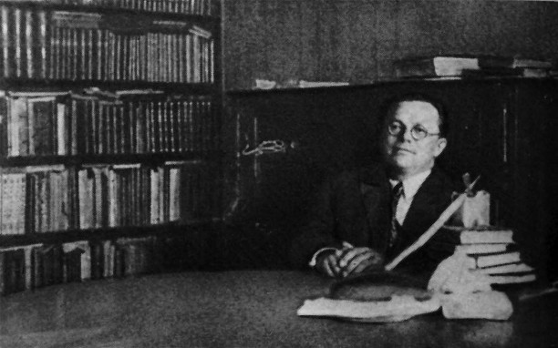 Image -- Mykola Zerov in his study.