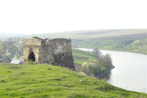 Image - Ruins of the Zhvanets castle overlooking the Dnister River in Podilia.