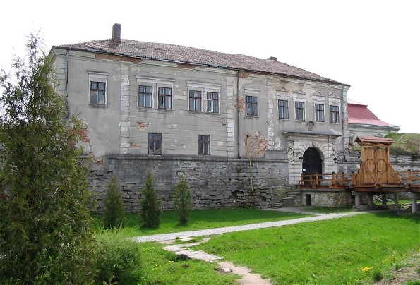 Image - Zolochiv castle (16th century; rebuilt in 1634-6): main gate.
